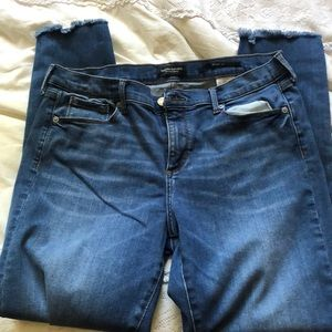 BANANA REPUBLIC - frayed ankle jeans
